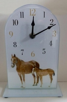 Glazen mantelklok paarden